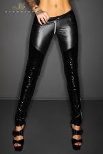 Pantalon zippé Slinky : Pantalon taille basse moulant en wetlook et vinyle, effet push up sur les fesses et zip intégral à l'entre-jambes.
