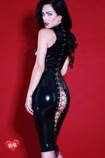 Robe latex Flash-Back : Magnifique robe moulante fétichiste en latex Skin Two haute qualité, impudique et hautement sensuelle.