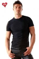 Tee Shirt lycra Stud : Tee-shirt en lycra moulant et très doux, il sculpte votre torse de manière irrésistible.